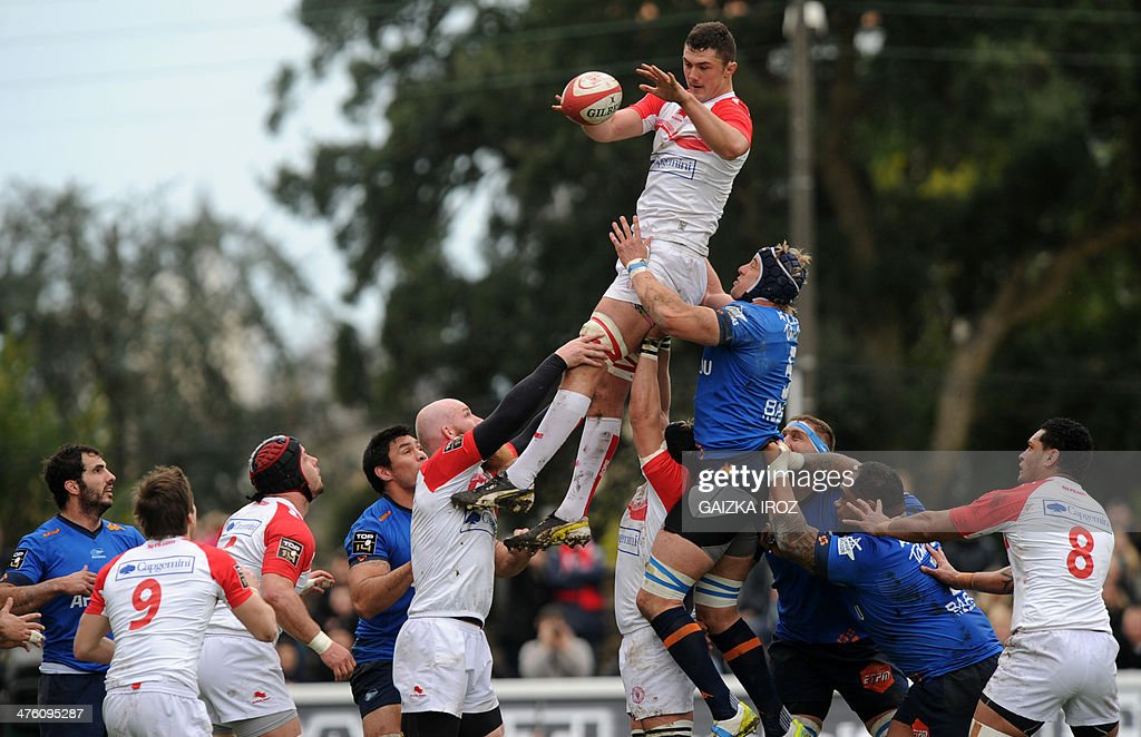 Biarritz's second row Addison Lockley grabs the ball in a line out during the French Top 14 rugby Union match Biarritz Olympique PaysBasque vs Aviron...