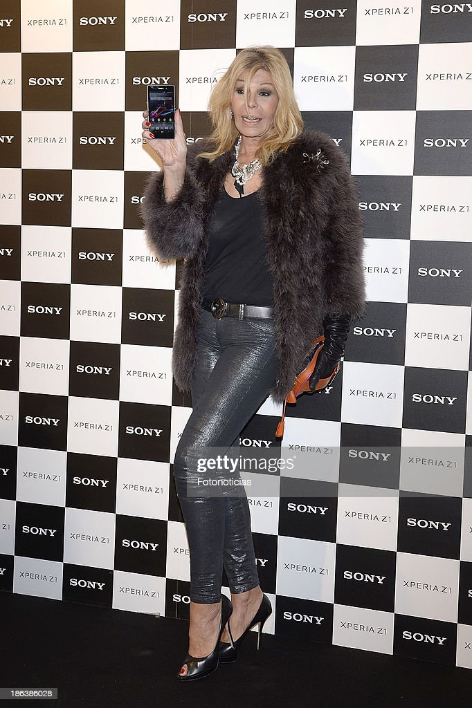 Bibiana Fernandez attends Sony Xperia Z1 photography exhibition at the Real Jardin Botanico on October 30, 2013 in Madrid, Spain.