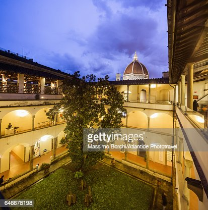 Biblioteca (Library) delle Oblate, the cloister and, on the background, the dome of the Cattedrale (Cathedral, Duomo) di Santa Maria del Fiore : Stock Photo