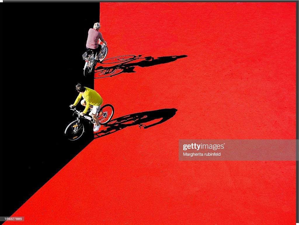 CONTENT] Biciclette bikes ombre shadows rosso red uomini men