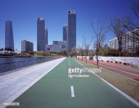 Bicycle and pedestrian paths towards Songdo : Stock Photo