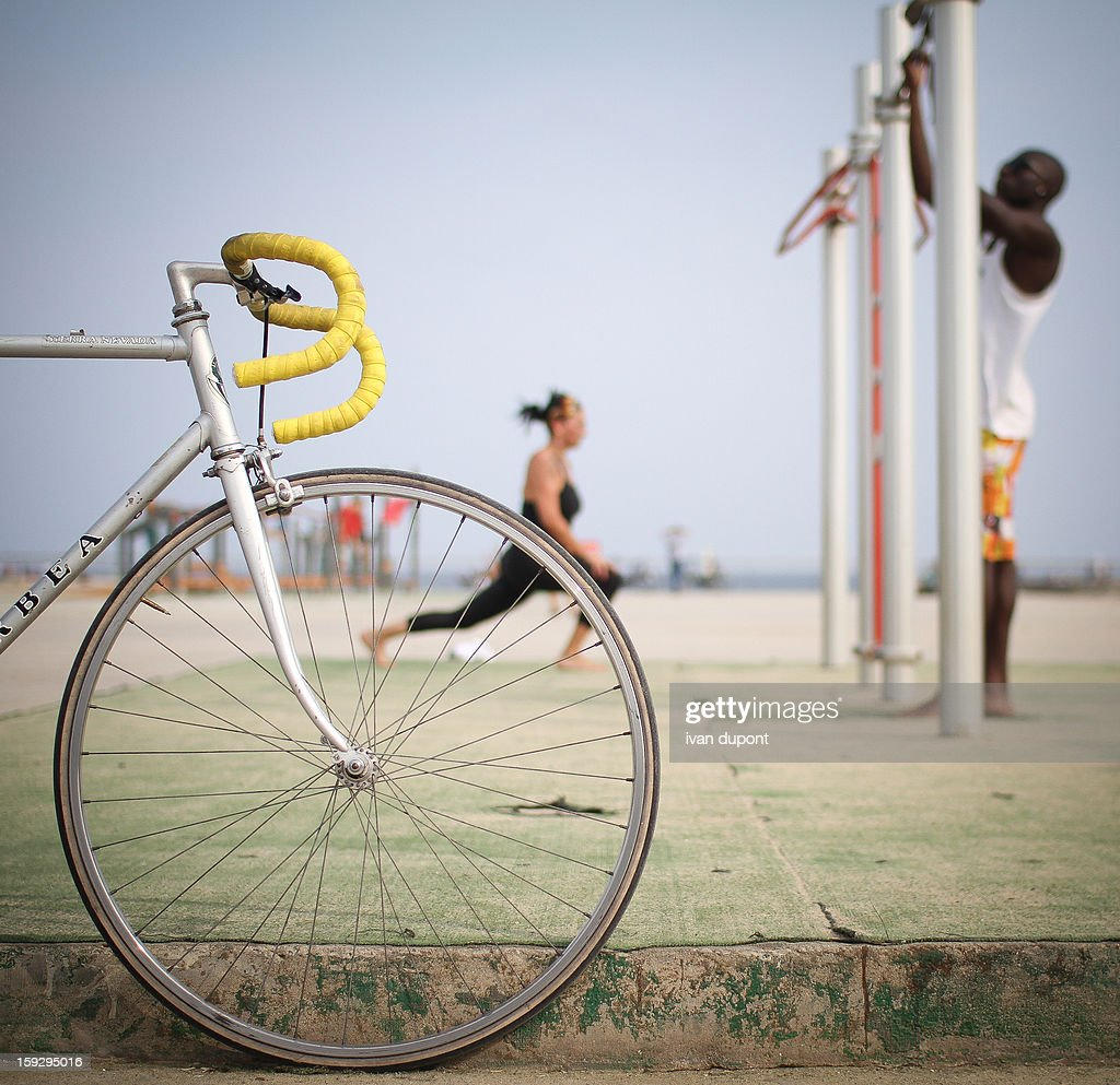 CONTENT] bicycle and people doing sport