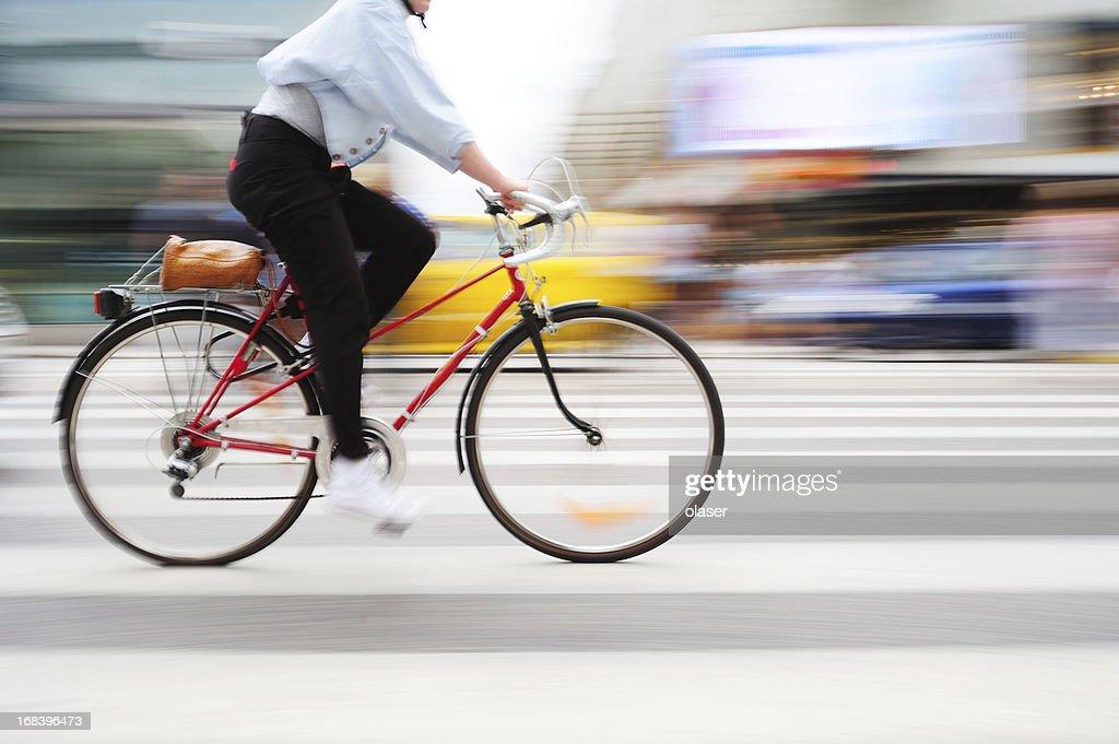 Vélo en mouvement sur Passage balisé : Photo