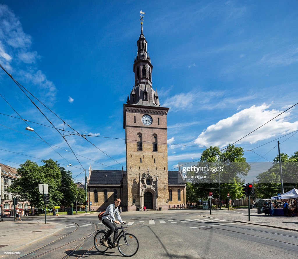 A bicycle near the Oslo Cathedral
