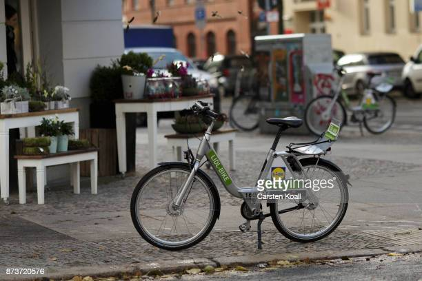A bicycle of the sharing agency Lidl in cooperation with DB Deutsche Bahn stands on a sidewalk on November 13 2017 in Berlin Germany A number of...