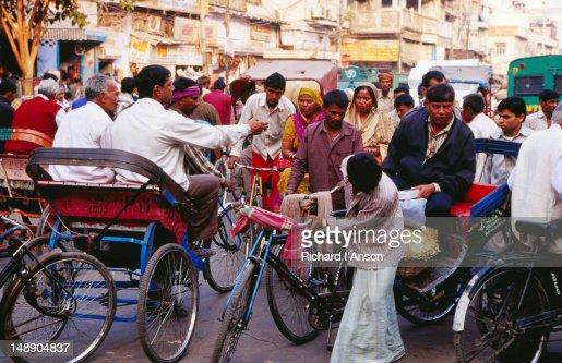 Bicycle rickshaws on Chandni Chowk, Old  Delhi. : Stock-Foto