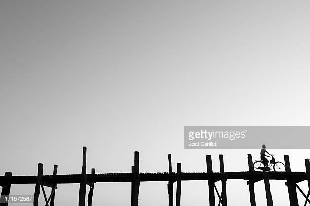 『バイシクリング』をウペインブリッジ Amarpura 、ミャンマー