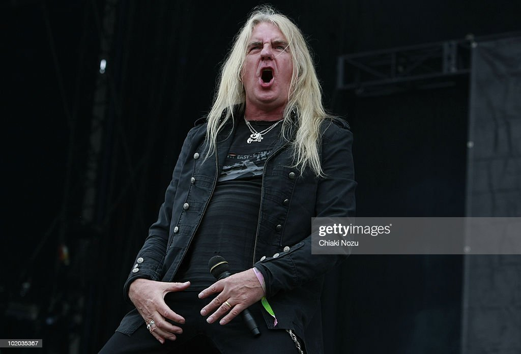 El topic de TWISTED SISTER - Página 3 Biff-byford-of-saxon-performs-at-day-3-of-the-download-festival-at-picture-id102035367