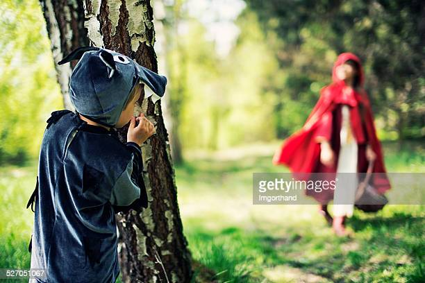 Big Bad Wolf attend Le petit chaperon rouge