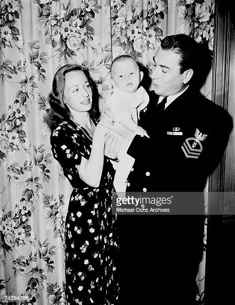 Big Band Leader Artie Shaw and his wife Betty Kern and son pose for a portrait on December 10 1943 in Los Angeles California
