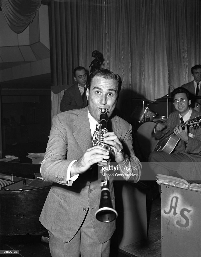 Big Band Leader Artie Shaw performs live on September 27, 1945 in Los Angeles, California.