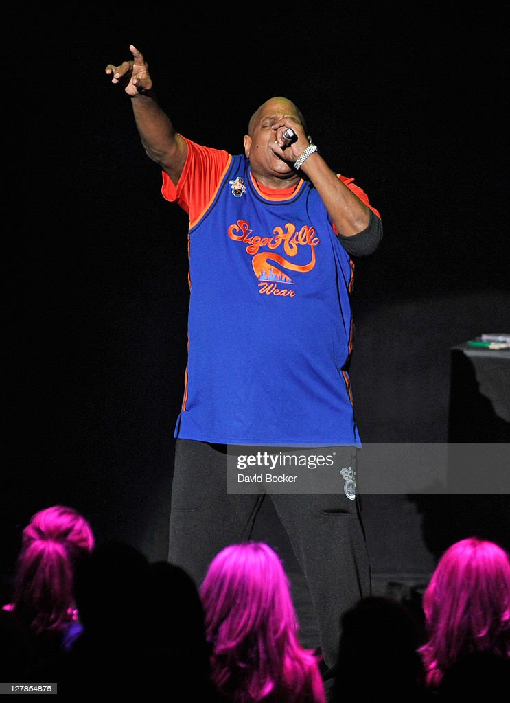<a gi-track='captionPersonalityLinkClicked' href=/galleries/search?phrase=Big+Bank+Hank&family=editorial&specificpeople=2199135 ng-click='$event.stopPropagation()'>Big Bank Hank</a> of Sugarhill Gang performs at the Justin Timberlake and Friends Old School Jam at the Planet Hollywood Theatre for the Performing Art on October 1, 2011 in Las Vegas, Nevada.