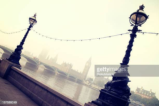Big Ben et les chambres du Parlement, de l'autre côté de la Tamise