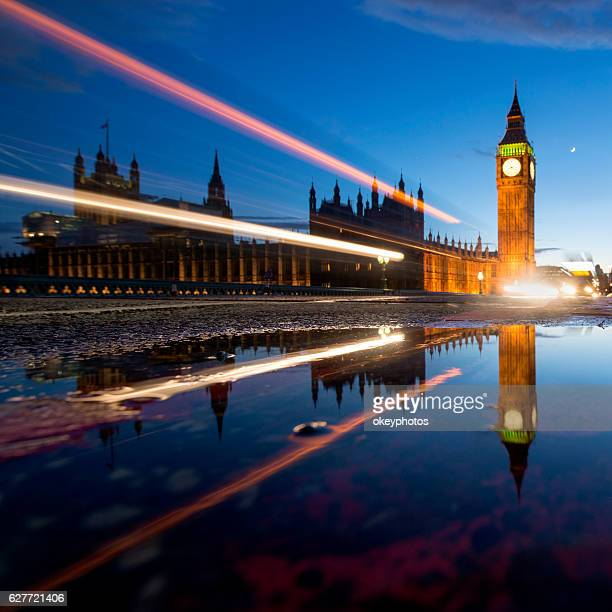 Grande Ben al tramonto con semaforo, Londra