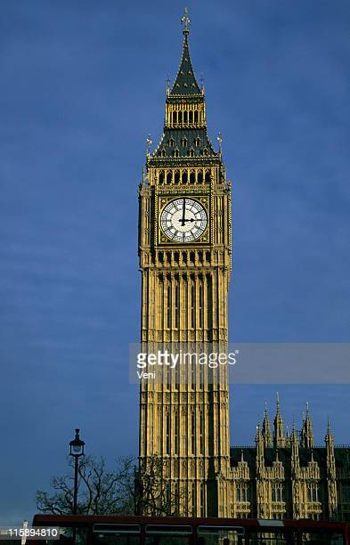 Big Ben which watch hands showing 3 o'clock in London