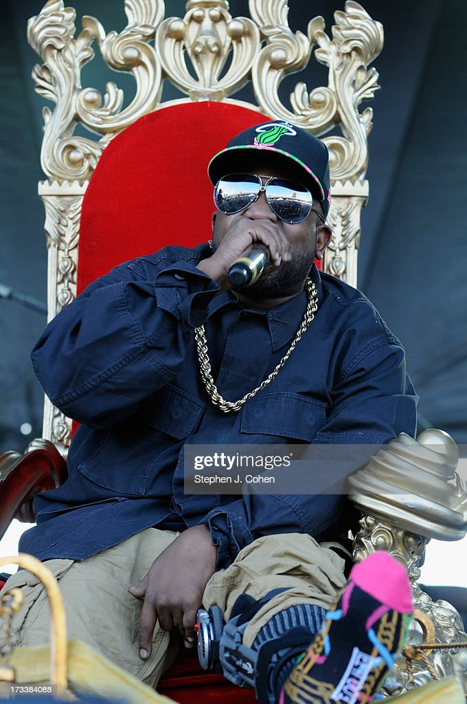 <a gi-track='captionPersonalityLinkClicked' href=/galleries/search?phrase=Big+Boi&family=editorial&specificpeople=202898 ng-click='$event.stopPropagation()'>Big Boi</a> performs during the 2013 Forecastle Festival at Waterfront Park on July 12, 2013 in Louisville, Kentucky.