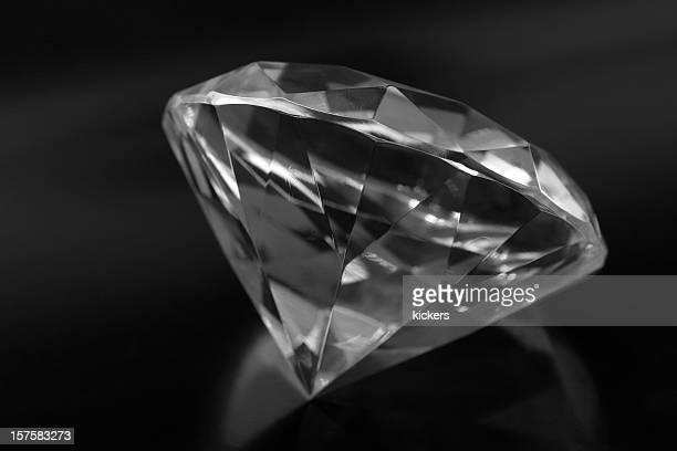 Gros diamants, isolé en noir