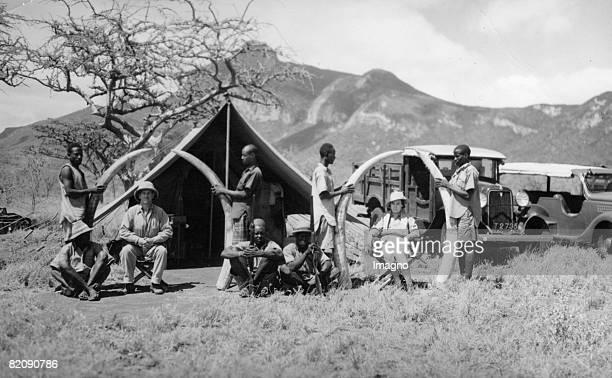 Big game hunter with hunting trophies Photograph Around 1935 [Growildjger mit ihren Jagdtrophen Photographie Um 1935]