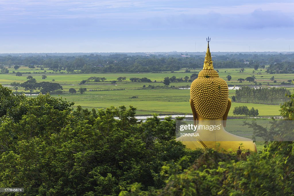 Big golden buddha statue in Chainat