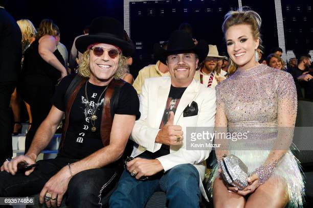 Big Kenny John Rich of Big Rich and Carrie Underwood take photos durring the 2017 CMT Music Awards at the Music City Center on June 7 2017 in...