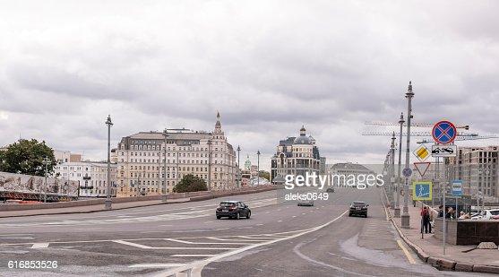 Big Moskvoretsky bridge. On the highway moving pedestrians : Stock Photo