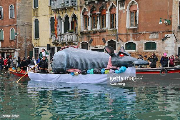 A big rat officially opens the Venice Carnival
