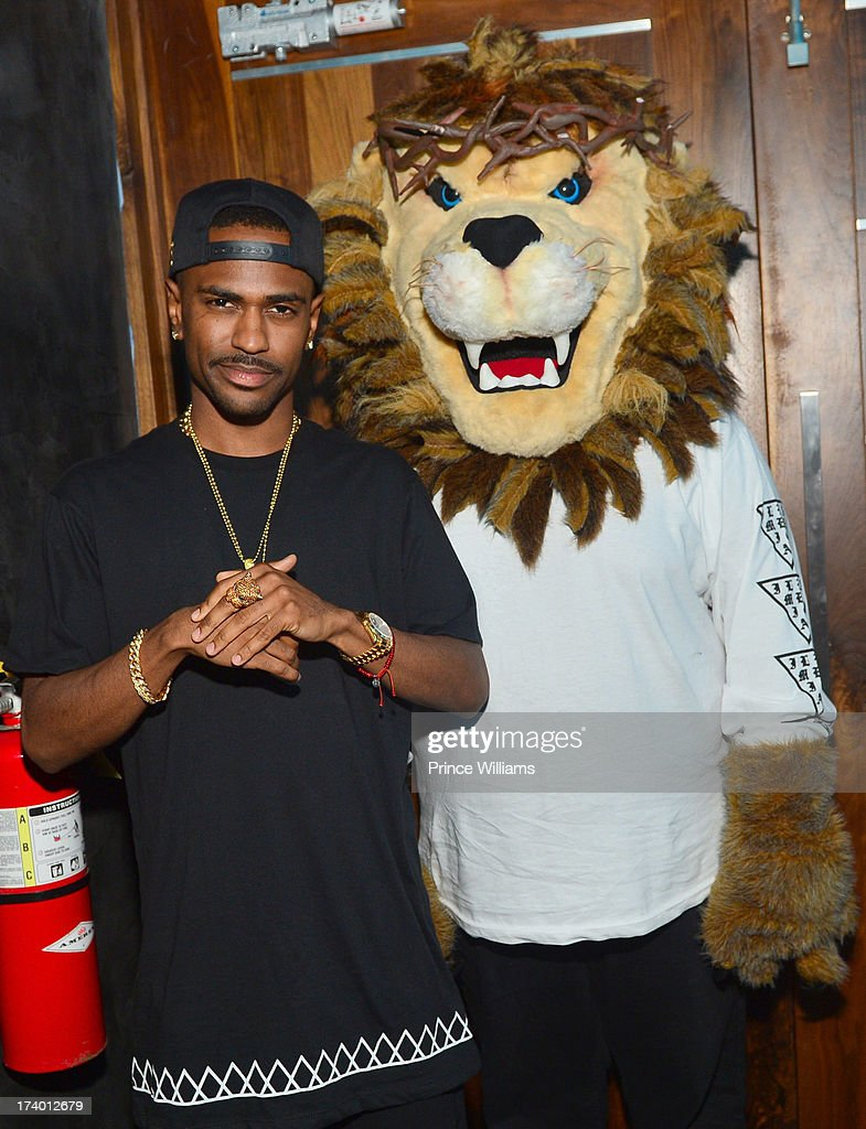 <a gi-track='captionPersonalityLinkClicked' href=/galleries/search?phrase=Big+Sean&family=editorial&specificpeople=4449582 ng-click='$event.stopPropagation()'>Big Sean</a> and Mascot attend Coors Light 'Search For The Coldest' MC With Special Guest <a gi-track='captionPersonalityLinkClicked' href=/galleries/search?phrase=Big+Sean&family=editorial&specificpeople=4449582 ng-click='$event.stopPropagation()'>Big Sean</a> at Prive on July 18, 2013 in Atlanta, Georgia.