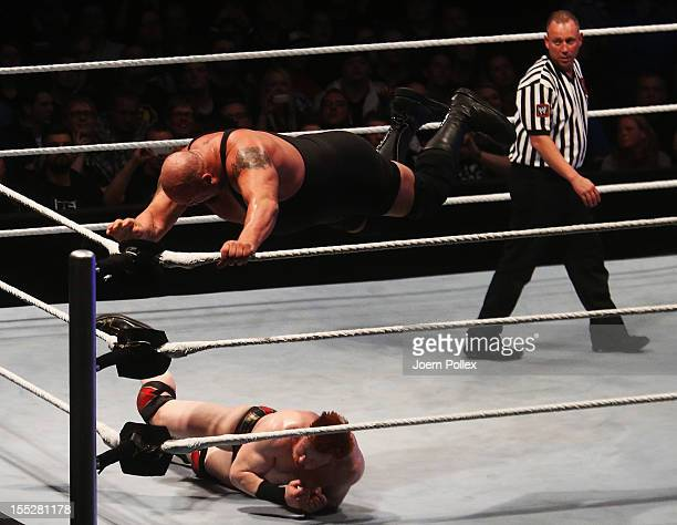 Big Show competes in the ring against Sheamus during the WWE SmackDown World Tour at O2 World on November 2 2012 in Hamburg Germany