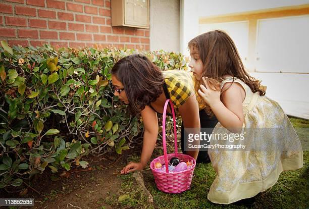 Big Sister Helps Little Sister Hunt for Easter Egg