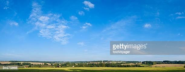 Big sky über grünen land