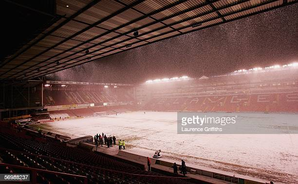 A big snow fall jepordises the start of the Coca Cola Championship match between Sheffield United and Crewe Alexandra at Bramall Lane on March 3 2006...