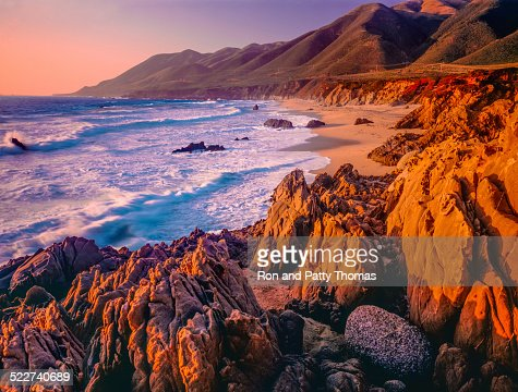 ビッグスル海の夕日のカリフォルニアの海岸線とロッキー、ビーチ(P )