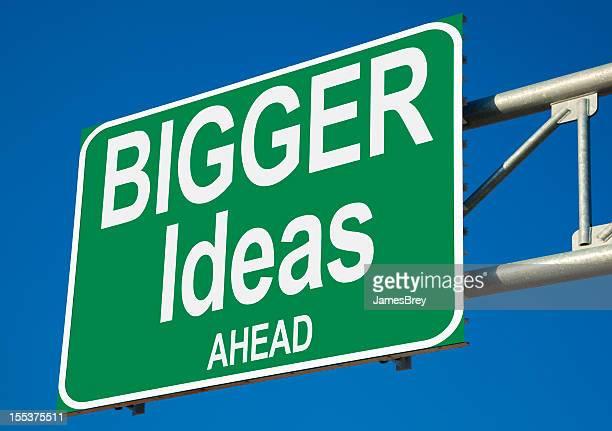 Grandes Ideas más adelante signo de autopista