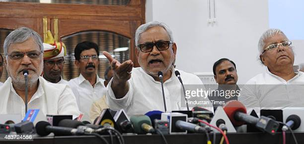 Bihar Chief Minister and JD leader Nitish Kumar with RJD Chief Lalu Yadav addressing a joint press conference to announce Maha Gathbandhan on August...