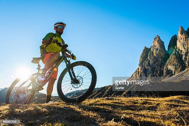 Bicicletta freak gode di montagne