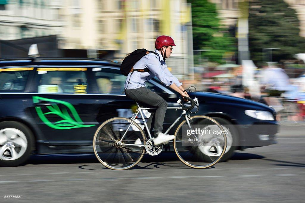 Bike in motion, panning blur in traffic : Photo