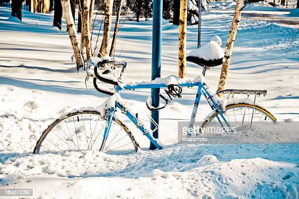 Bicicletta nella neve