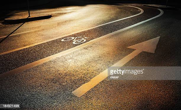 Fahrrad lane im Herbst am Abend