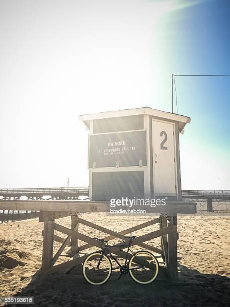 自転車の壁に監視員にビーチハット
