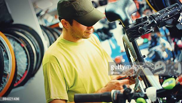 Vélo Mécanicien au travail.