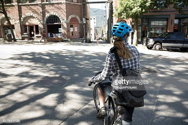 Fahrradkurier-Mädchen