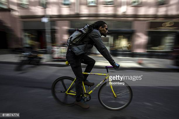 Bike Messenger New York Stock Photos And Pictures Getty Images