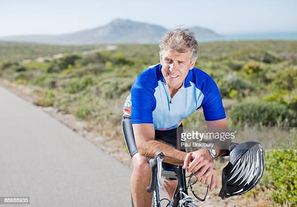 Vélo rider sur un vélo dans la région autonome