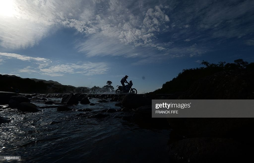 A biker competes during the Stage 10 of the Dakar 2013 between Cordoba and La Rioja, Argentina, on January 15, 2013. The rally takes place in Peru, Argentina and Chile between January 5 and 20. AFP PHOTO / FRANCK FIFE