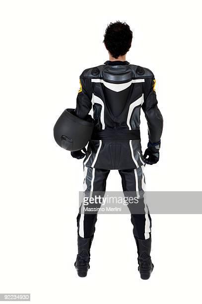 Un look motard Poser pour une photo du dos sur fond blanc