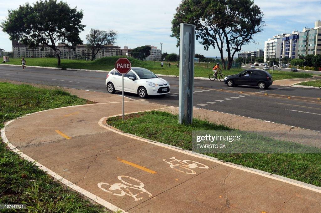 A bikeway crosses a street in Southwest Neighborhood, on April 16, 2013 in Brasilia. AFP PHOTO/ Evaristo SA