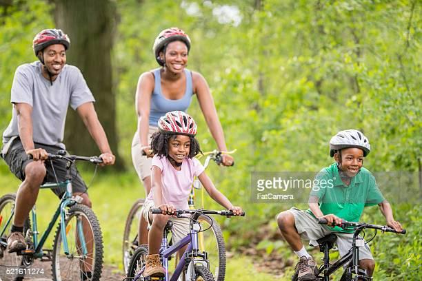 Fahrradfahren entlang der Woodland-Pfad