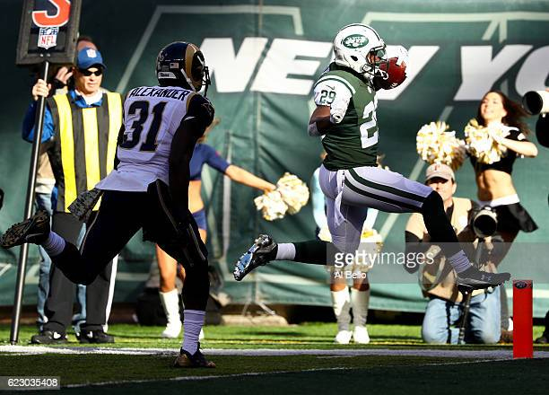 Bilal Powell of the New York Jets scores a touchdown in the first quarter against the Los Angeles Rams at MetLife Stadium on November 13 2016 in East...