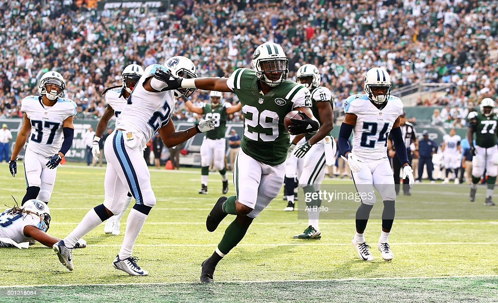 Bilal Powell #29 of the New York Jets scores a touchdown in the second quarter against the Tennessee Titans during their game at MetLife Stadium on December 13, 2015 in East Rutherford, New Jersey.