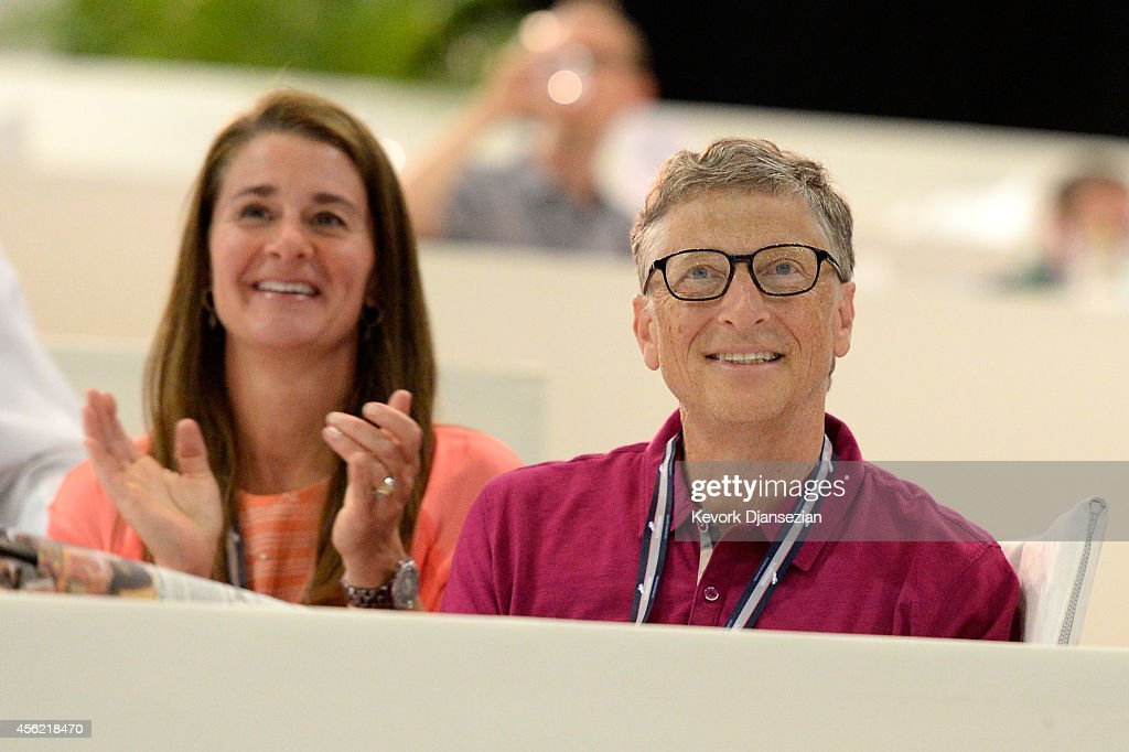 Bill and Melinda Gates watch their daughter Jennifer perform during The Hollywood Reporter Trophy class at Longines Los Angeles Masters at Los...